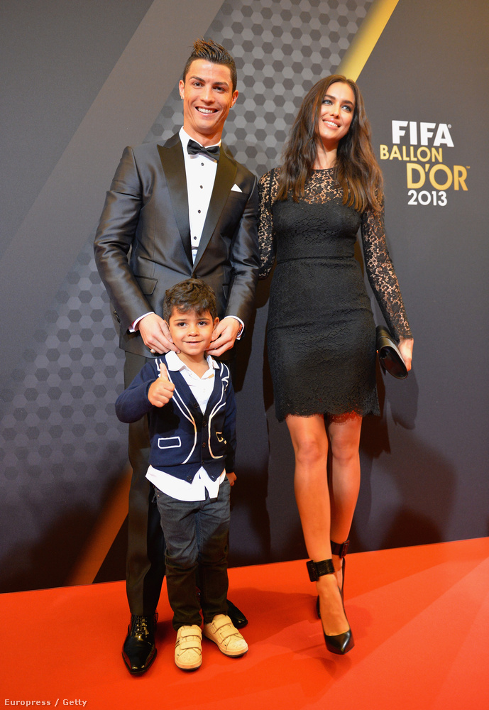El is értünk Irina Shaykhoz, 2010-től 2015-ig voltak együtt Ronaldo fia 2010-ben született, de nem tudjuk, ki az anya, valószínűleg egy amerikai pincérnő