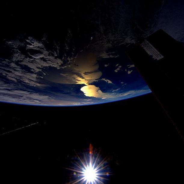 Esetleg a Földközi-tengert közelítő napkeltét