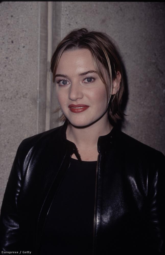 Aki mint a nők nagyrésze, a 90-es évek végén beleesett abba a hibába, hogy levágatta a haját ilyen rachelesre, és még melírcsíkokat is tetetett bele