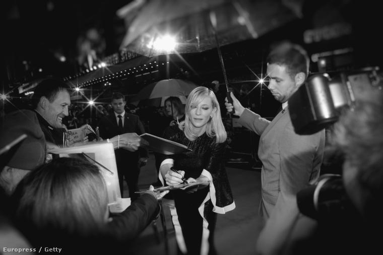 És a sok villantgatás után jöjjön egy klasszikus: Cate Blanchett ismét kifogástalan öltözékben jelent meg, ezúttal a Londoni Filmfesztiválon.