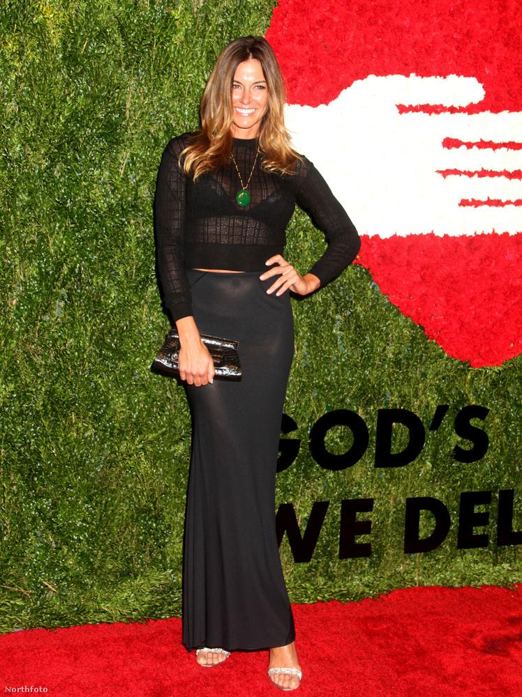 A legtöbbet a volt modell és az Elle volt szerkesztője, a 47 éves Kelly Bensimon mutatta magából a trükkös ruhája miatt.