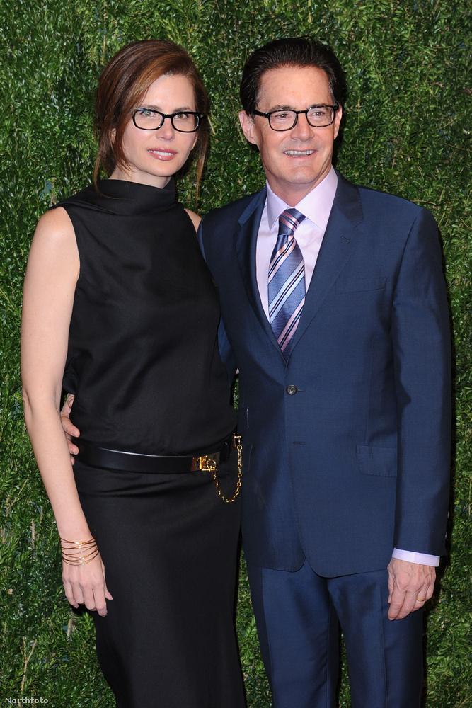 Voltak azért rendesebben felöltözött hírességek is, mint például Kyle MacLachlan és a felesége, Desiree Gruber.