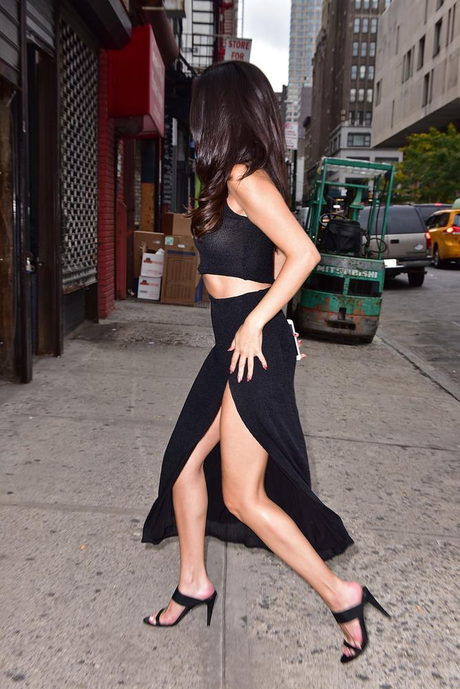 Selena Gomez a PrideSource-nak a napokban azt is elárulta, hogy egyáltalán nem bánta, sőt inkább élvezte, amikor arról cikkeztek, hogy Cara Delevingne-vel jár