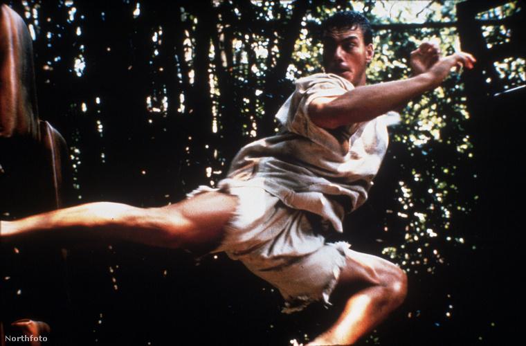 Ha nem lenne Jean-Claude Van Damme, akkor ezt a csodálatos, terpesztős pörgőrugást is maximum csak Chuck Norristól ismernénk, de akkor senki élete nem lenne teljes