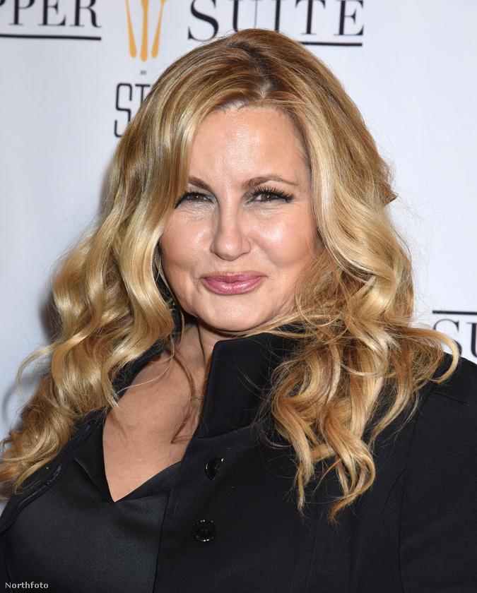 Ha önöknek Stiflerről mindig eszükbe jut Stifler mamája is, akkor mutatnánk, Jennifer Coolidge mostanában így néz ki.