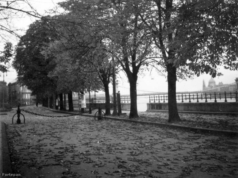 1936, Várkert rakpart (Zita királyné út), Ybl Miklós tér a Várkert Kioszk mellől nézve, háttérben a Fiume szálló
