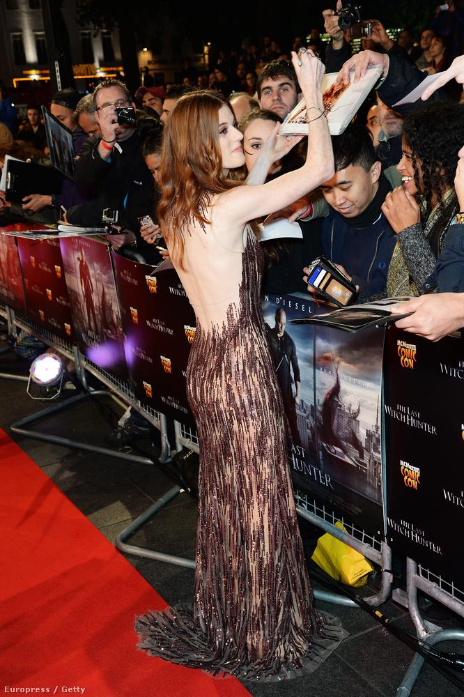 A színésznőről talán az is tudják, hogy a Downton Abbey című, Angliában mindenképpen közkedveltnek tekinthető sorozatban is szerepelt, úgyhogy arrafelé tényleg A-listás celebnek számít.
