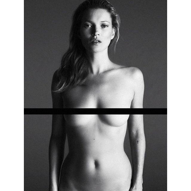 Kate Moss a kilencvenes évek legmeghatározóbb topmodellje, alacsonyabb, mint kellene és kicsit fiúsabbnak is tartották, mint a nyolcvanas évek ideáljait