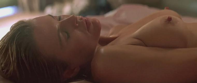 Kim Basinger is a természetes melleivel őrjítette meg a nézőket