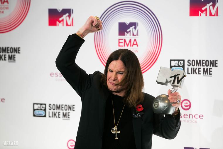 Ozzy Osbourne minden bulit fel tud dobni.