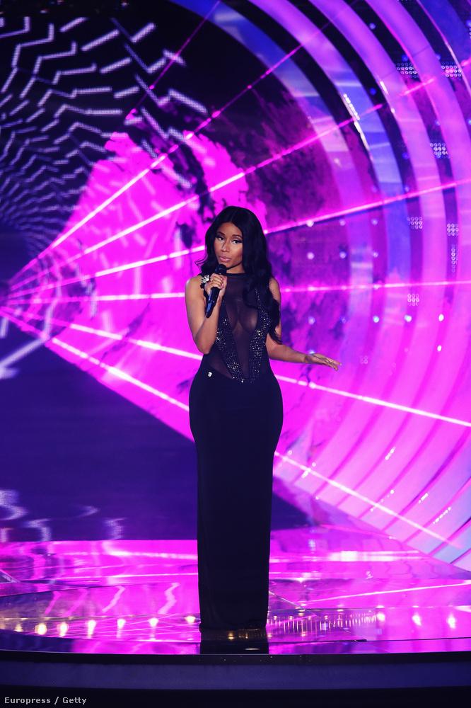 Elsőre úgy tűnik, Nicki Minaj nagyon visszafogottan konferálta végig az estét.