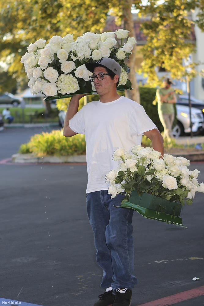 A virágokkal sem spóroltak.