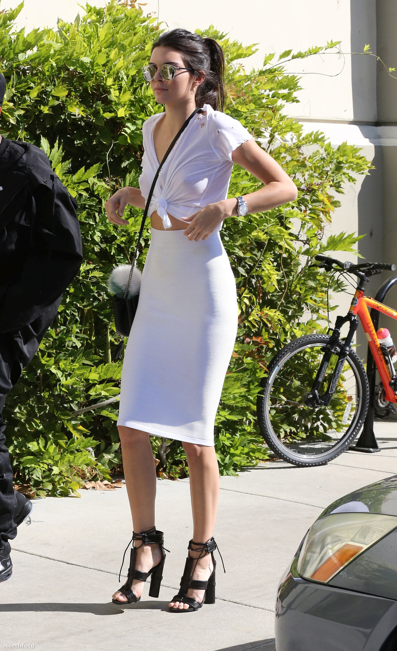 Caitlyn Jenner dekoltázsa mellett a 19 éves Kendall Jenner felsője érdemel még nagyobb nyilvánosságot az eseményről.