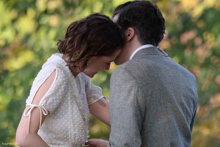 Ez meg egy fotó ugyanolyan közelről, csak a csók után.