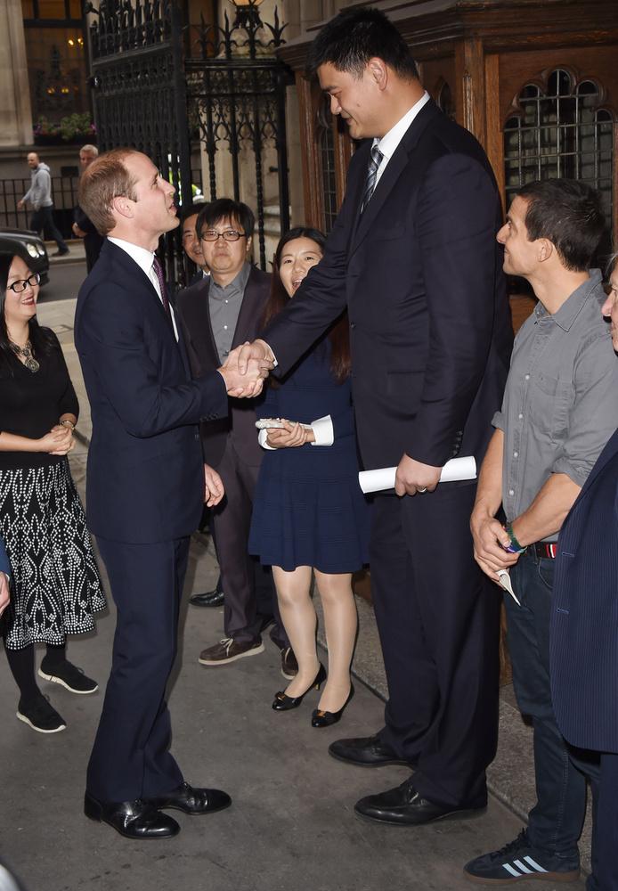 Az egyik csúcspont: Vilmos herceg és Yao Ming kosaras