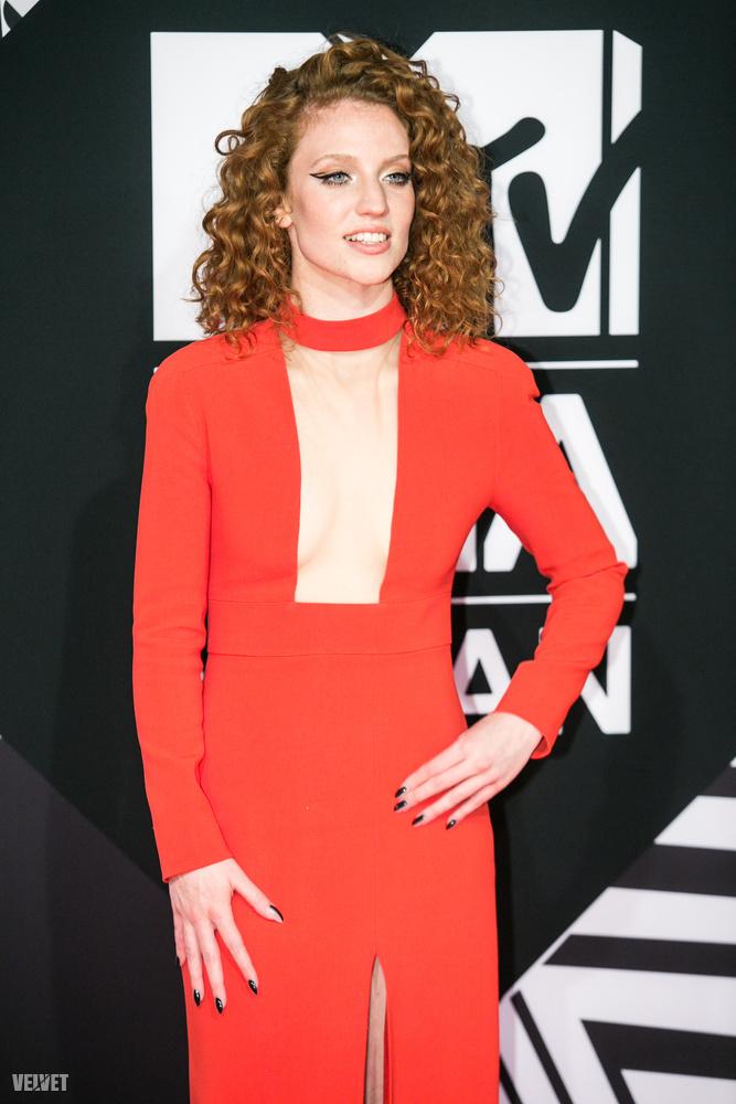 Jess Glynne, angol énekesnő.