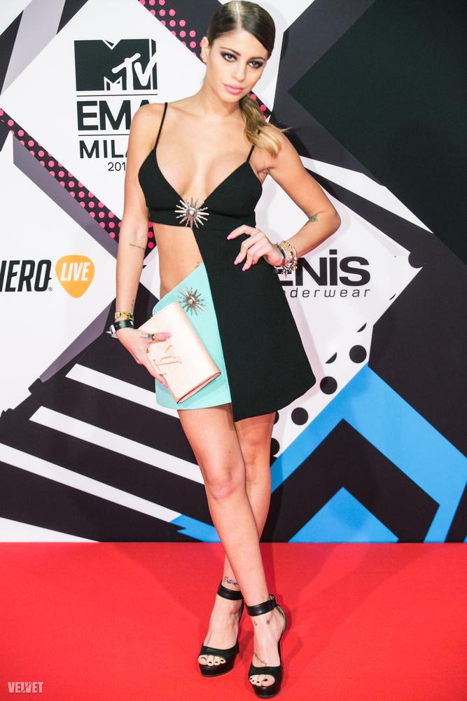 Talán minden korábbinál több sztár érkezett Milánóba az MTV Europe Music Awardsra, és talán minden korábbinál komolyabb volt a dekoltázstermés