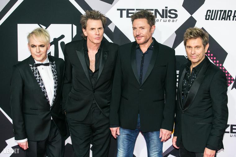 Aztán ott volt a Duran Duran is, akik valószínűleg azért nem váltottak ki komolyabb sikítóhullámot, mert az esemény nézőinek semmit sem mond a nevük.