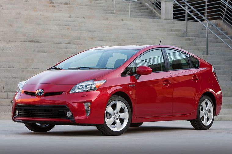 Bár Amerikában nem csak egy változatot takar a Prius név, hanem egy kisebb modellcsaládot, még összességében sem adtak el annyit, hogy a 10 legnagyobb példányszámban eladott autó közé beférjen a hibrid Toyota