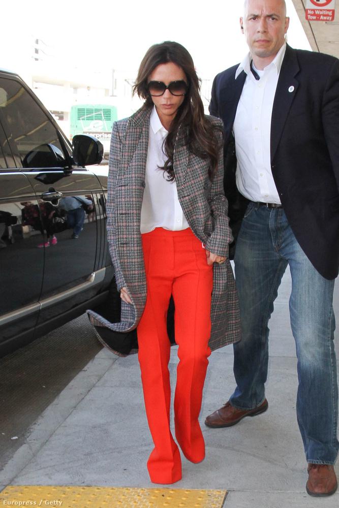 Beckhamné a Los Angeles-i repülőtéren keltett feltűnést, ezúttal is a nadrágjával