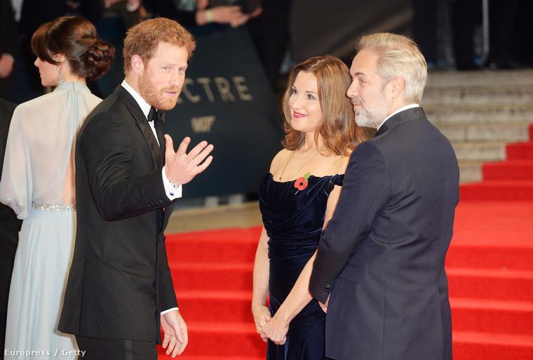 De egy pillanatra próbáljuk meg elfelejteni Katalint, hisz ott volt a premieren egy másik csoda, Harry herceg is