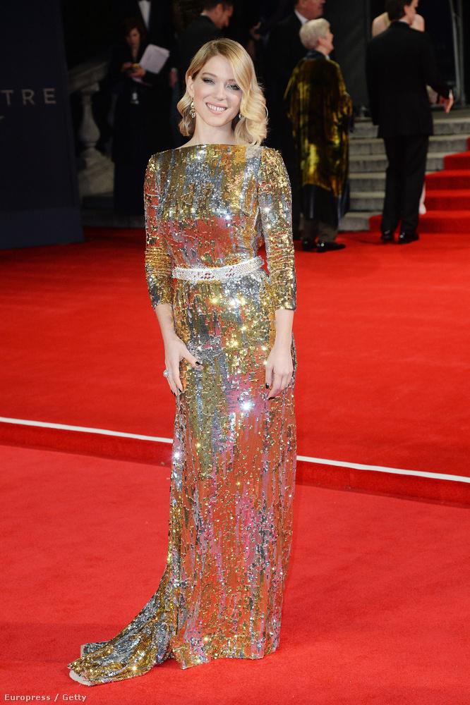Lea Seydouxnál pedig jobban senki nem viselhetné ezt az arany ruhát
