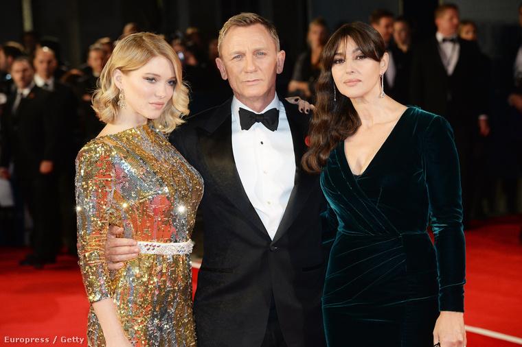 Amin nyilván ott volt maga James Bond, vagyis Daniel Craig, illetve a Bond-lányok, Lea Seydoux és Monica Bellucci