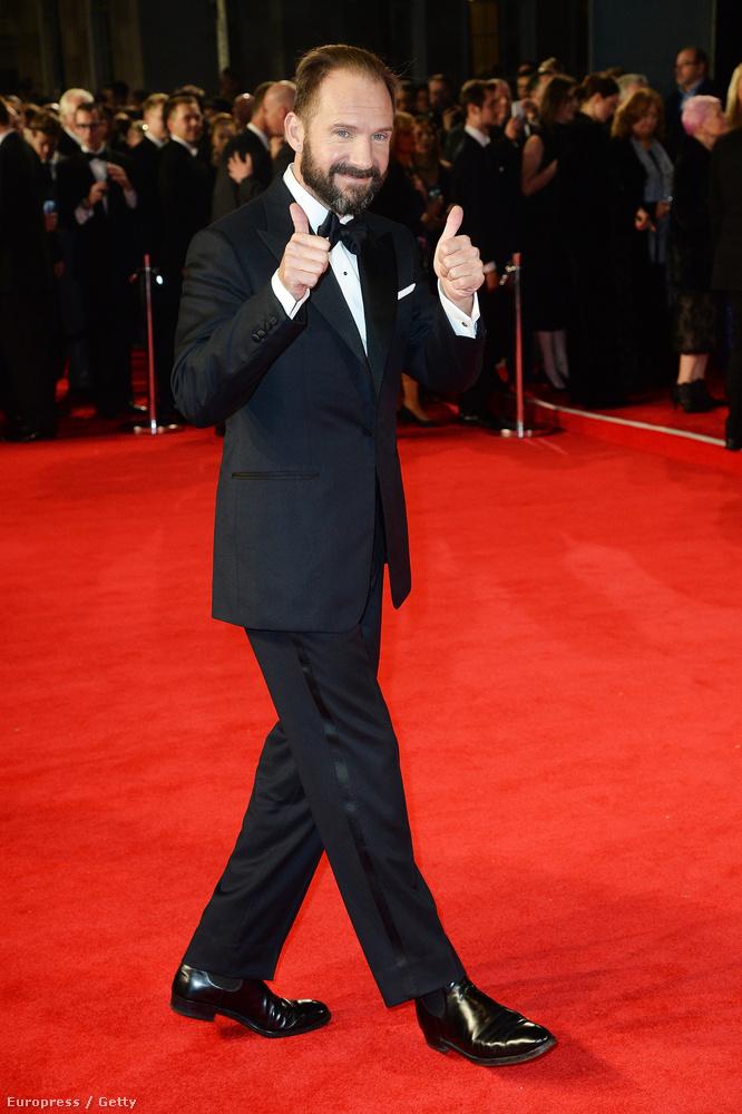 És Ralph Fiennes is...