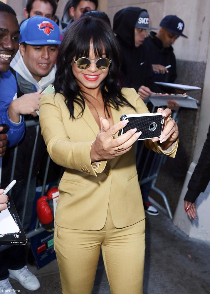 Az énekes- és színésznő a HuffPost Live vendége volt, és mindenképpen meghatározó élményt akart hagyni rajongóiban.