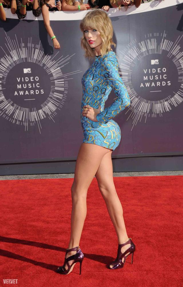 Taylor Swift például így nézne ki, ha egy kicsit rágyúrna a seggnövelésre