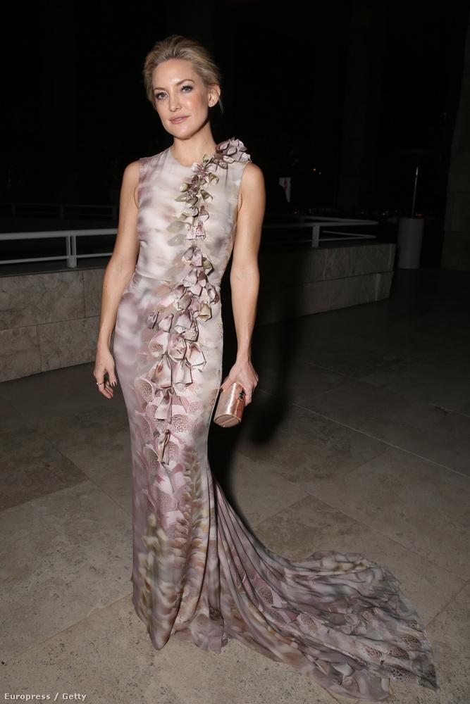 Kate Hudson színésznő is ott volt, átadott egy díjat, de nekünk mondjuk ennél sokkal érdekesebb, hogy milyen jól nézett ki