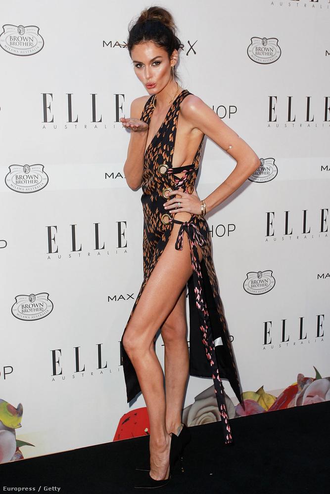 Nicole Trunfio láthatóan nagyon élvezte, hogy villantós ruhájában a figyelem középpontjában lehet