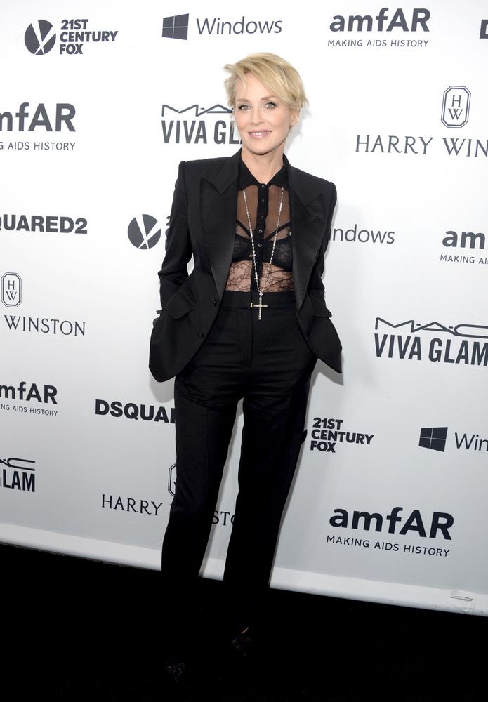 Sharon Stone kivételesen magára vett egy melltartót,