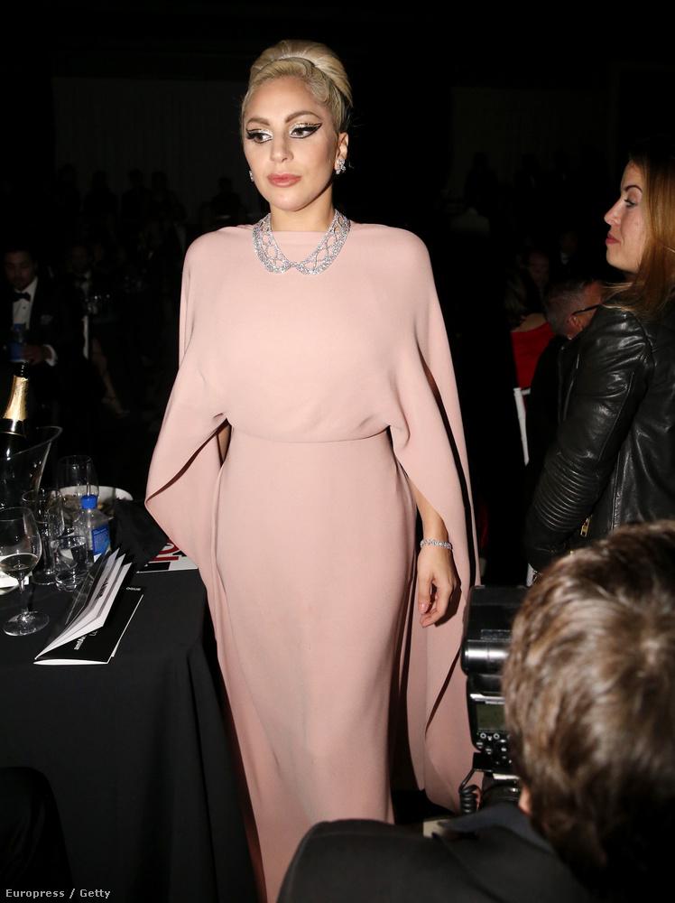 hogy leírjuk: Lady Gaga elképesztően elegáns volt, egy visszafogott, és gyönyörű ruhában.