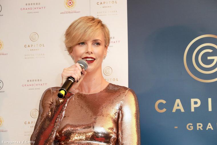 Charlize Theron Hong Kongban járt, hogy egy ausztrál ingatlanbizniszt népszerűsítsen
