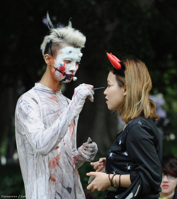Sydneyben Halloween alkalmából nagy zombisétát tartottak.