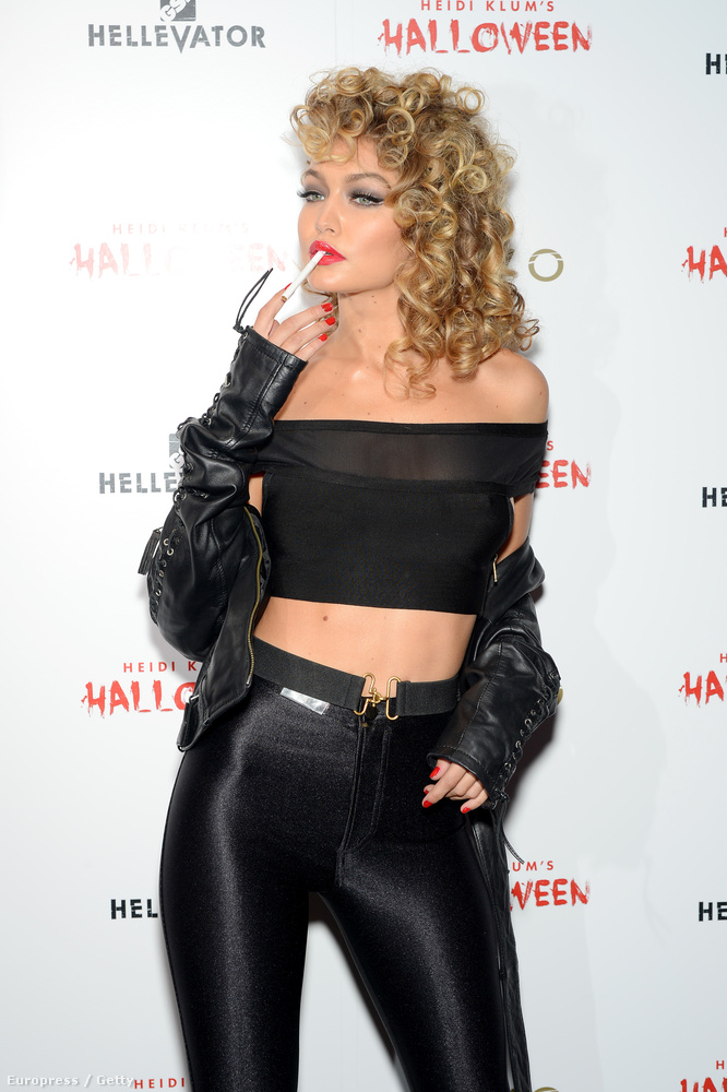 Gigi Hadid a Grease Sandy-jének öltözött, ami még önmagában ribancos