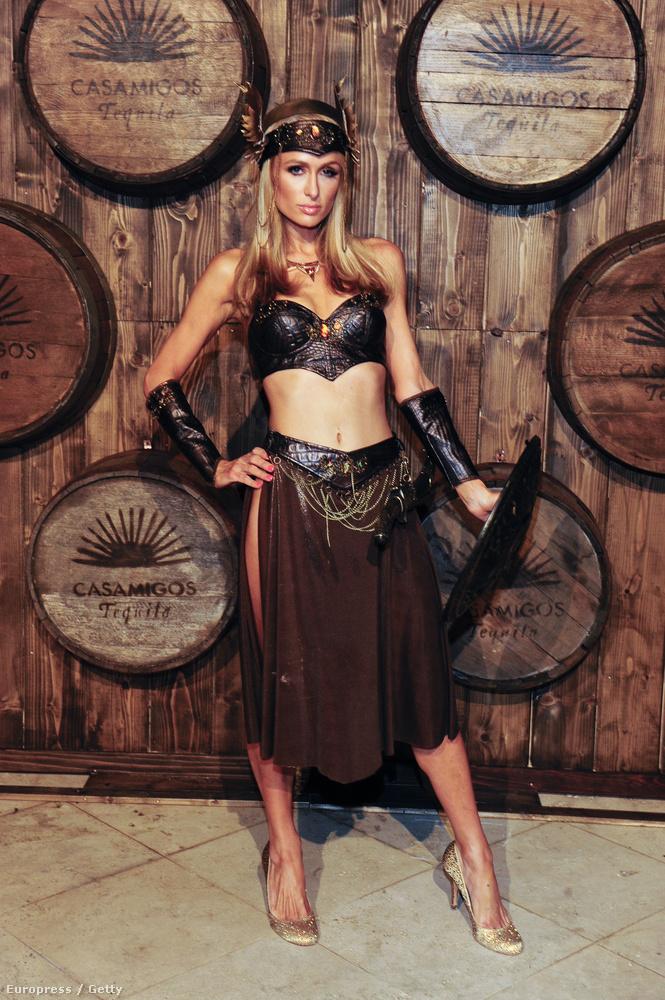 Paris Hilton ribancos Xénának öltözött