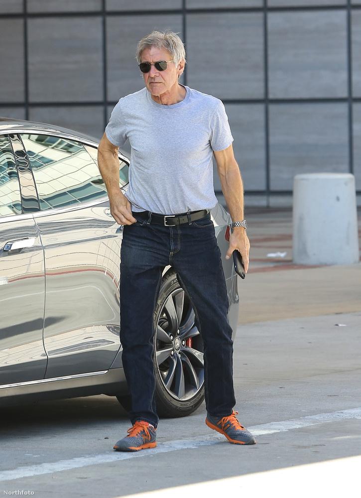Harrison Fordot egy kaliforniai egészségügyi központ előtt fotózták le