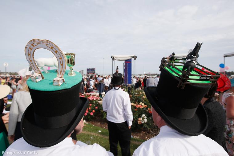 A minden év első novemberi keddjén megrendezett Melbourne Cup Day Ausztrália legnagyobb és legnépszerűbb lóversenye, ami Victoria államban nemzeti ünnep is