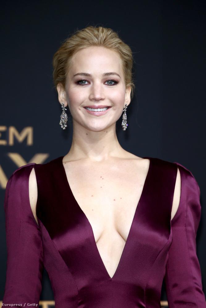 Az Éhezők viadala utolsó részének berlini premierjén Elizabeth Banks a trükkös ruhára szavazott, Jennifer Lawrence viszont arra, hogy tökéletesen néz ki.