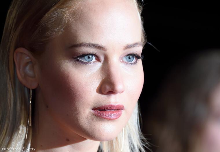 Nézze csak meg! Ha Jennifer Lawrence mellett a többi színészre is kíváncsi, ezt a szelfit se hagyja ki, mert valamiKöszönjük a figyelmet, viszlát!