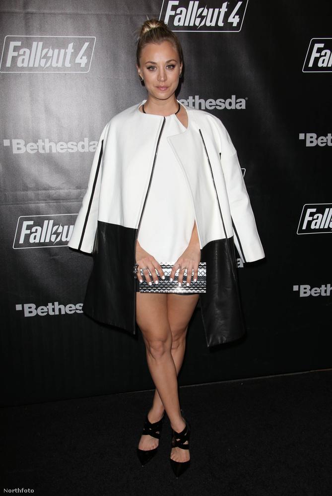 Kaley Couco, az Agymenők jócsajaa Fallout 4 számítógépes játék nyitópartyiján járt, és teljesen összezavart minket, amikor megláttuk, hogy Palpatine szenátor ruhájának női változatát vette magára, a szoknyája pedig egy csillogós kézitáska volt.
