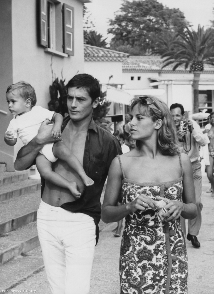 Miután Romy Schneiderrel szétmentek, Delonnak két gyereke született Rosalie Van Breemen holland modelltől