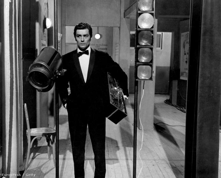 A Hollywood-i munkát végül nem vállalta el, de gyorsan befutott Franciaországban, 1958-ben pedig a Christine című film forgatásán megismerkedett Romy Schneiderrel, akivel el is jegyezték egymást.