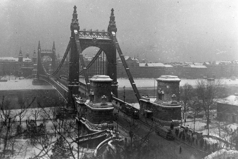 Az Erzsébet híd 1932-ben