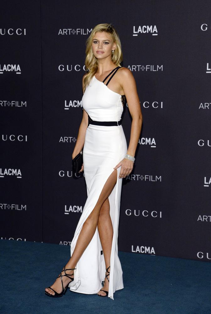 A modell már egy ideje Leonardo DiCaprióval jár, aki szintén ott volt az eseményen