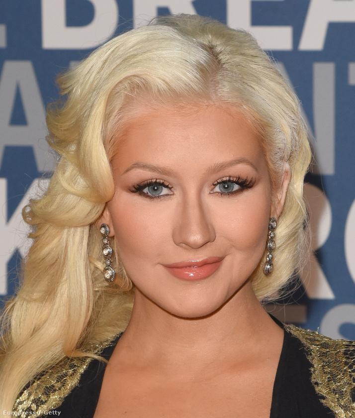 Christina Aguilera volt az egyik díjátadó a Breakthrough Prize Awardson, ami egy olyan internetmilliomosok által alapított díj, mint Mark Zuckerberg vagy Szergej Brin.