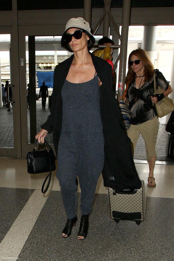 Demi Moore a légi közlekedést dobta fel Barbamamaként (igen, tudjuk, hogy Barbamama igazából fekete volt, de ez most mellékes).