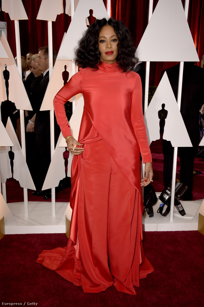 Gyorsan egy ellenpélda: Solange Knowles, aki mintha belegabalyodott volna egy ejtőernyőbe az Oscarra igyekezve